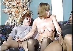 Nerdy granny gets duo dicks